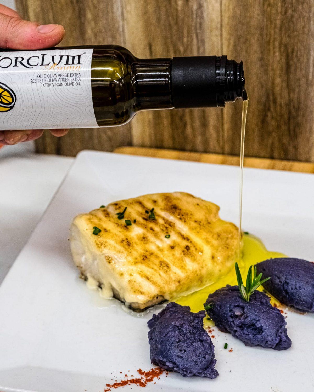 Bacallà allioli amb patata violeta i oli de llimona torclum